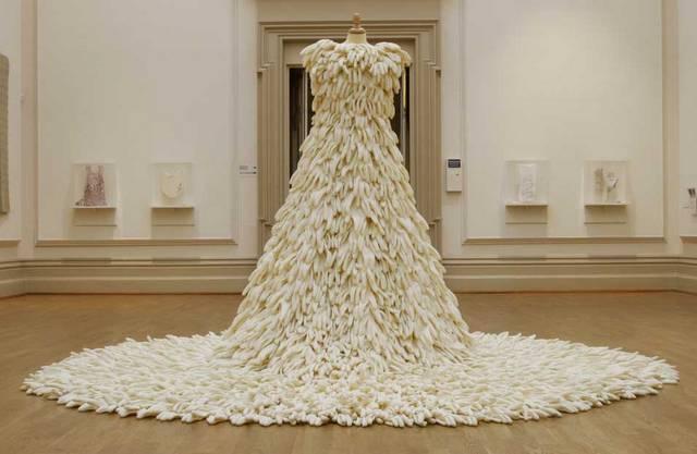 платья из перчаток