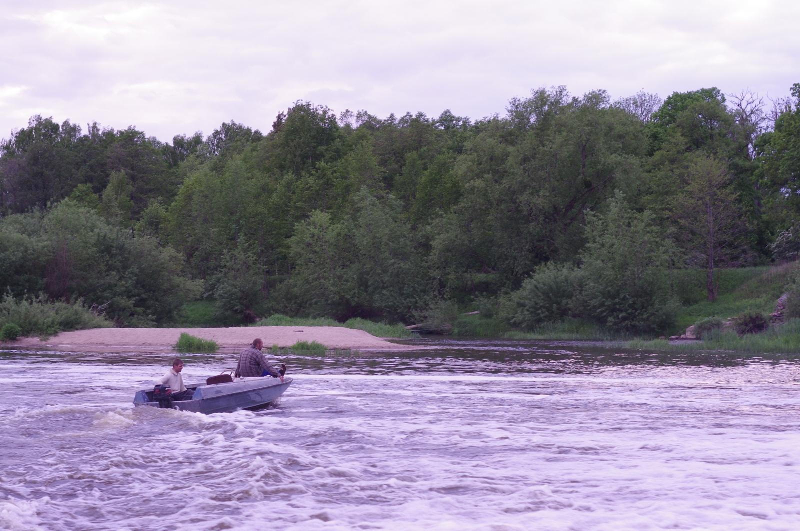 Водопад и лодка